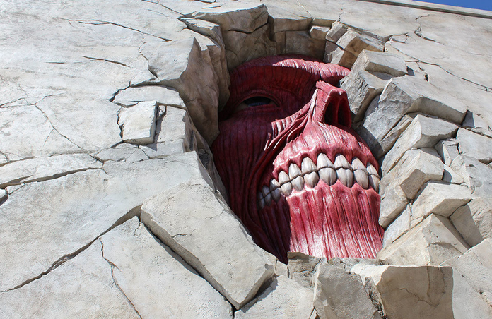 O popular anime Attack on Titan também está presente no USJ