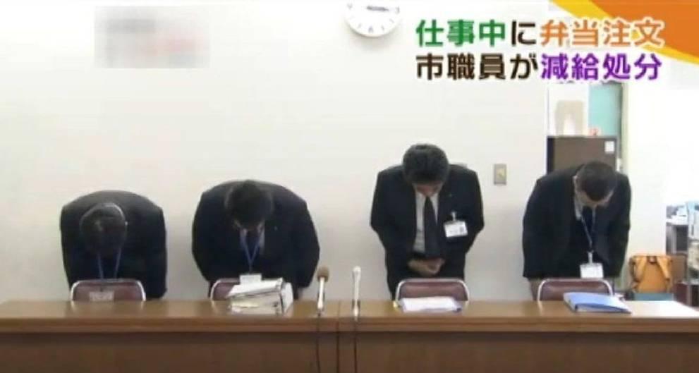 funcionário pede desculpas no Japão