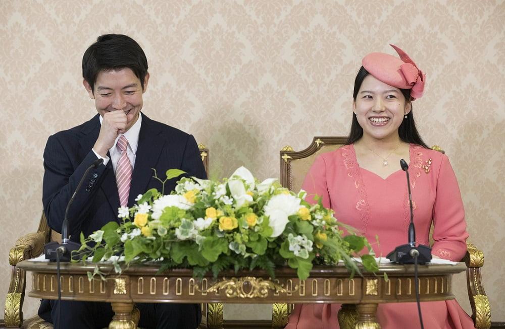 Anúncio noivado Ayako e Kei