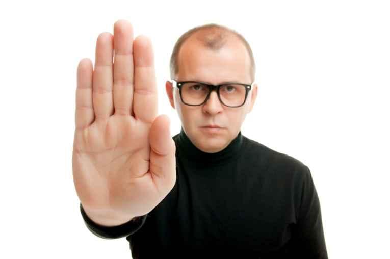 Mostrando a palma da mão