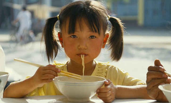 Comer ramen