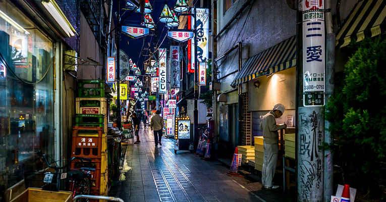 Rua estreita do Japão