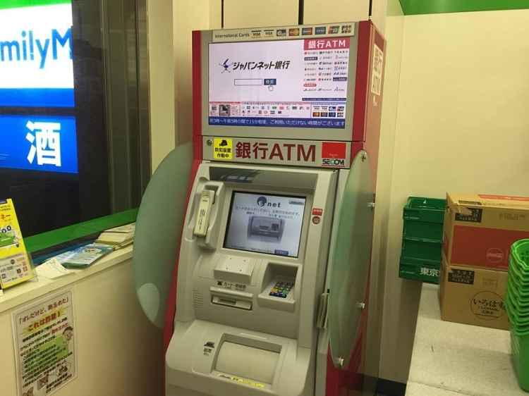 Máquina ATM Family Mart