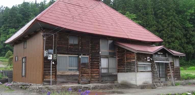 Casa abandonada no Japão