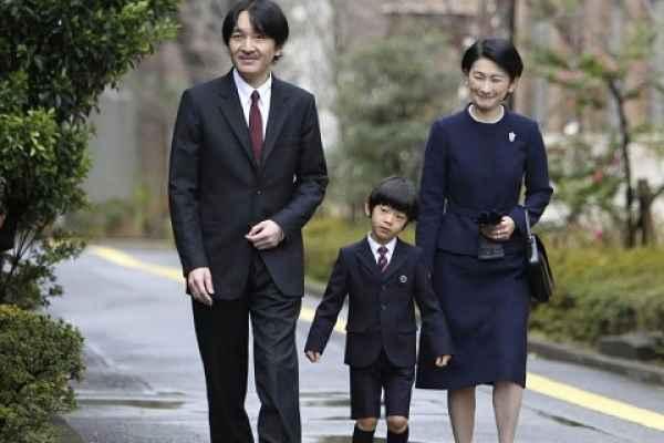 Príncipe Akishino e sua família