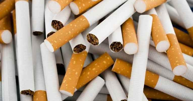 Cigarros amontoados