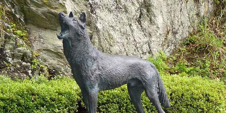 Estátua de lobo em Higashiyoshino
