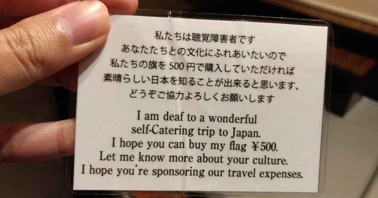Cartão de mochileiro pedinte no Japão