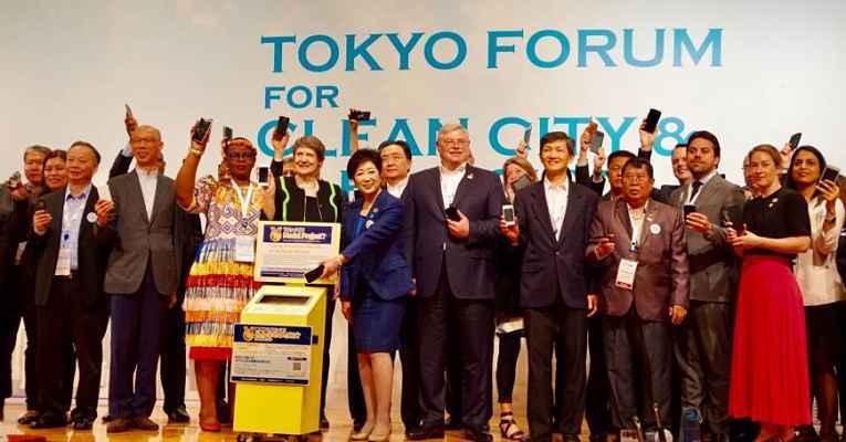 Pessoas reunidas no Fórum de Tokyo
