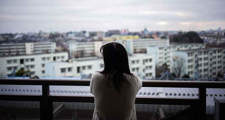 Pessoa olhando para o horizonte