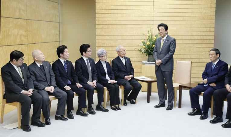 Shinzo Abe e familiares de sequestrados