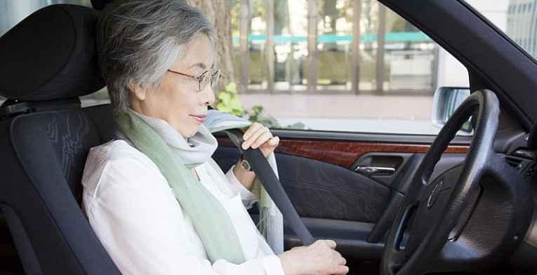 Idosa no volante