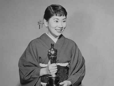 Atriz Miyoshi Umeki com Oscar