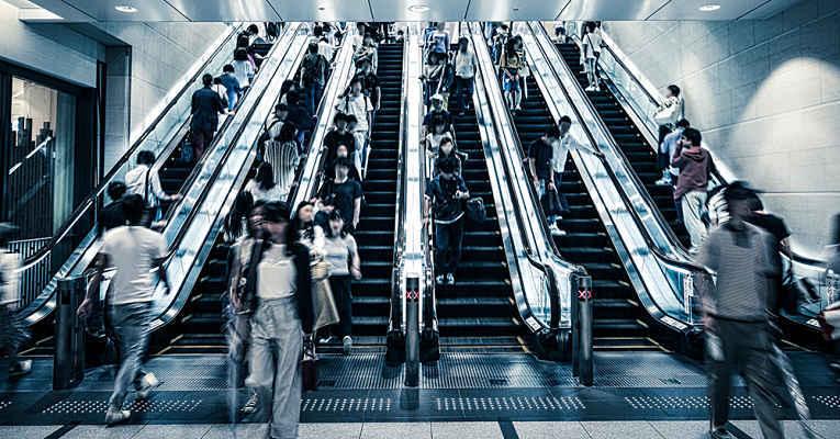 escada rolante movimentada