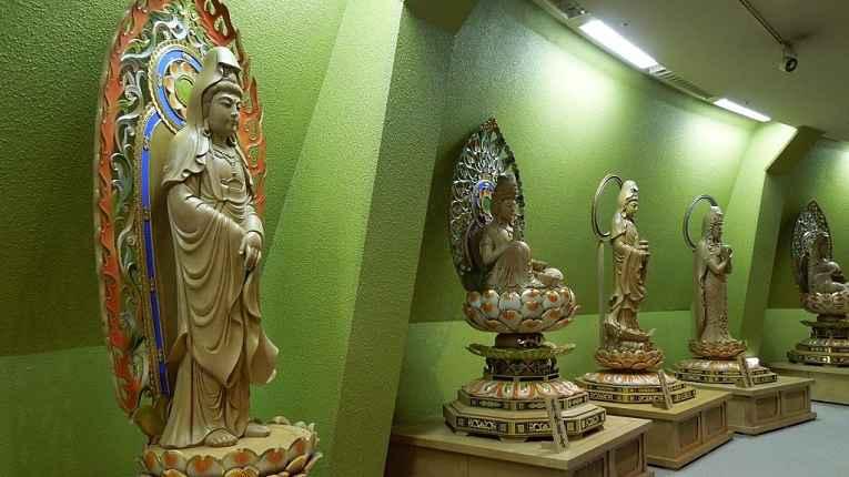 estátuas da deusa kannon em Sendai