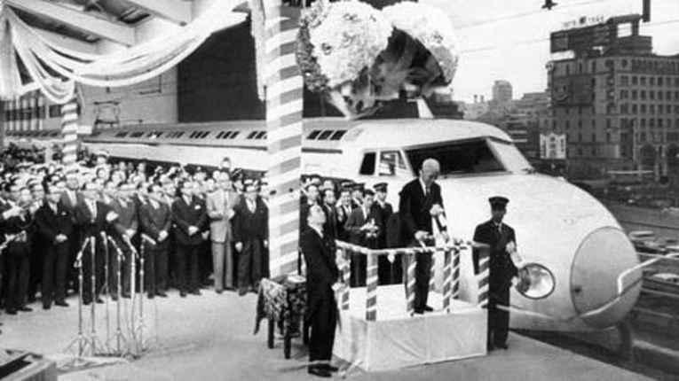 Inauguração do primeiro shinkansen
