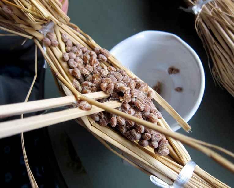 Natto na palha