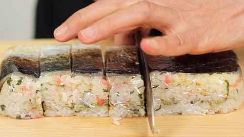 Cortando sushi de cavalinha