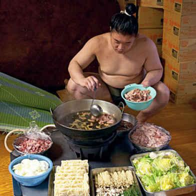 preparando chanko-nabe
