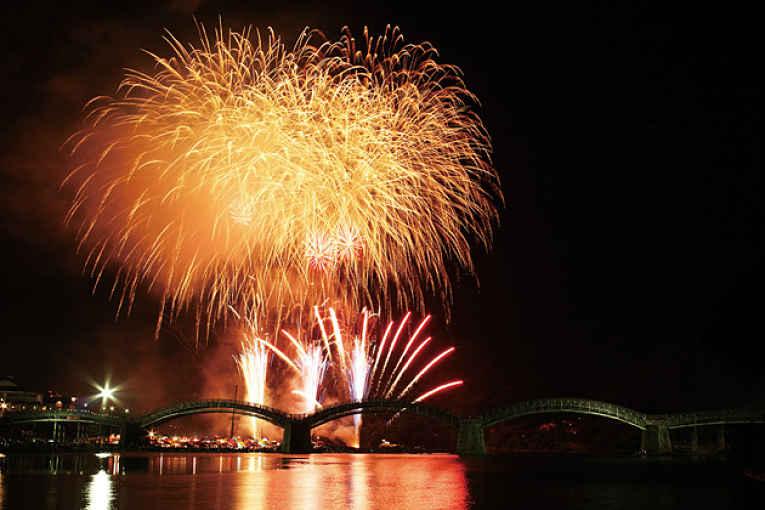Queima de fogos do rio Nishiki