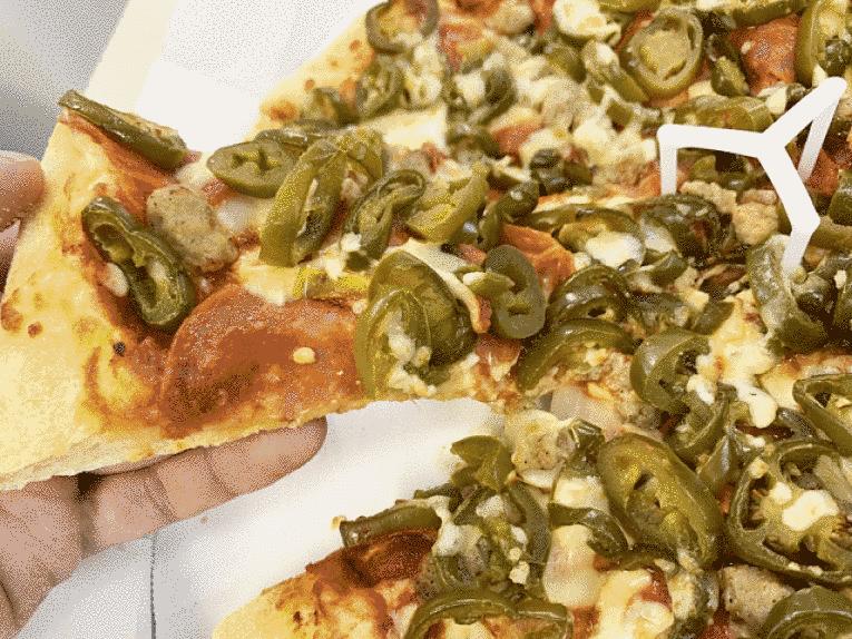 Pizza com jalapenos