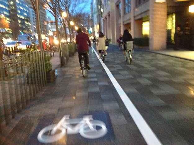 Sinalização na calçada em Kyoto