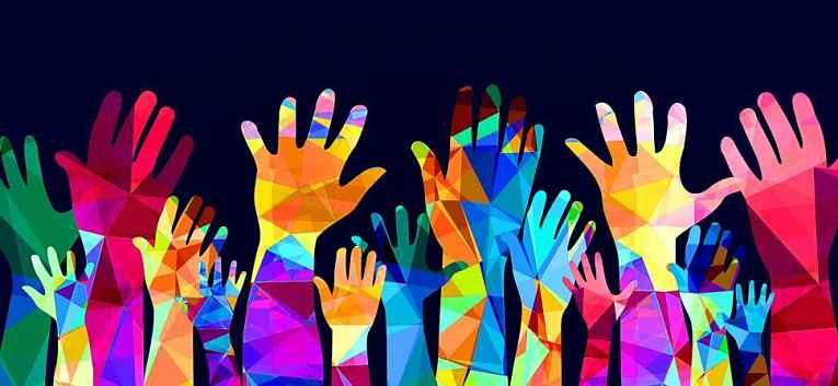 Mãos coloridas para cima
