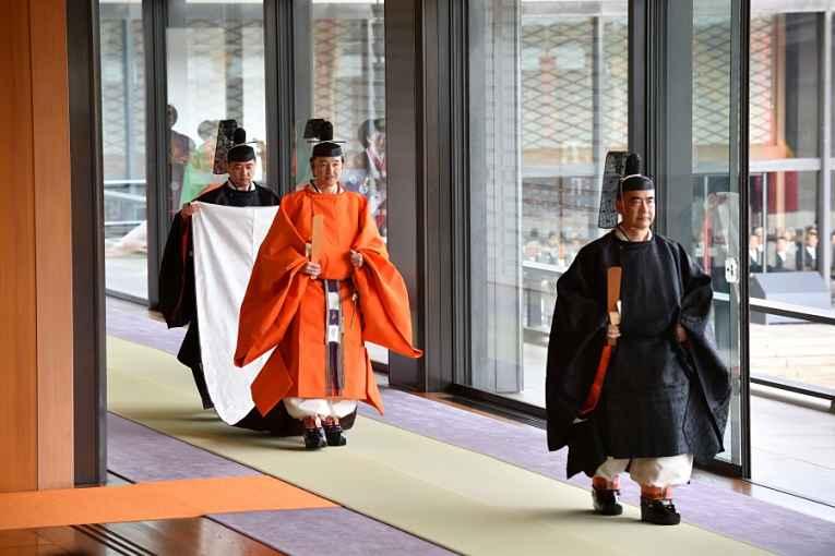 Heika Naruhito se dirige a cerimônia