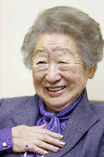 Sadako Ogata sorrindo