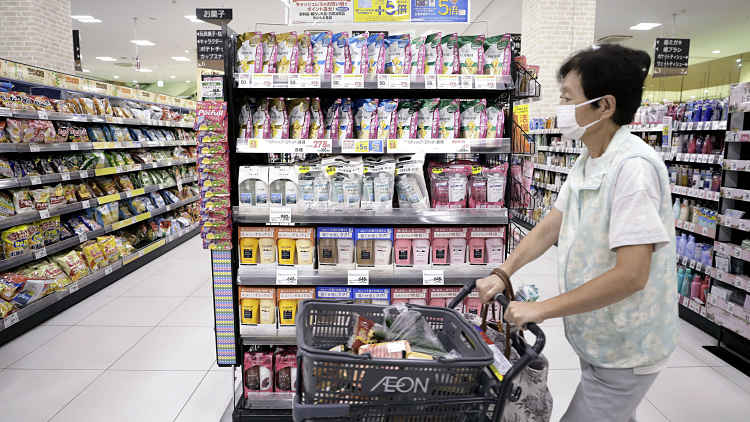 Homem fazendo compras