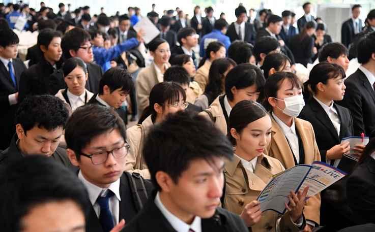 Japoneses indo trabalhar