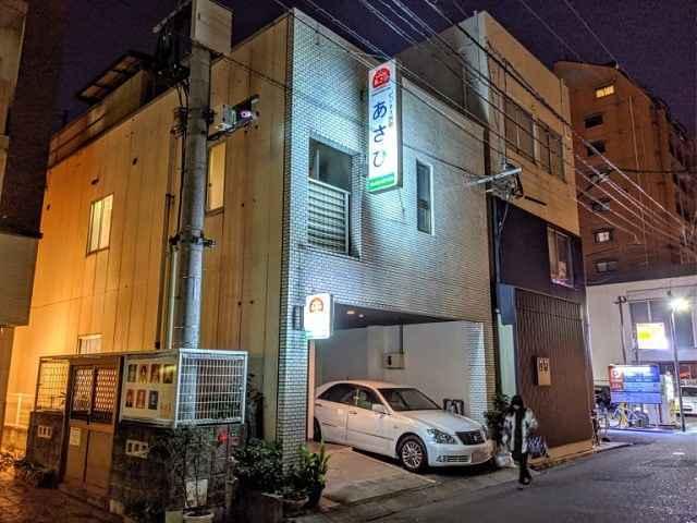 Fachada do hotel no Japão