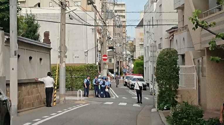 Policiais na rua em Kobe