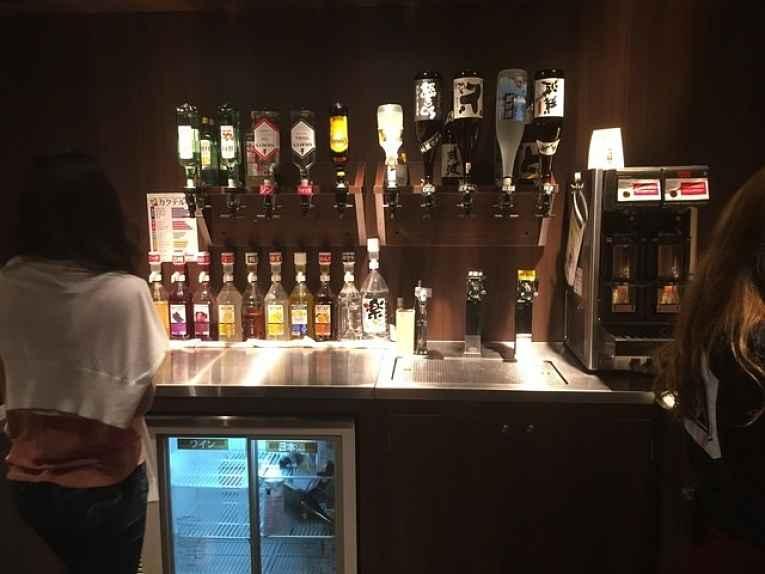 Bar com bebidas self service