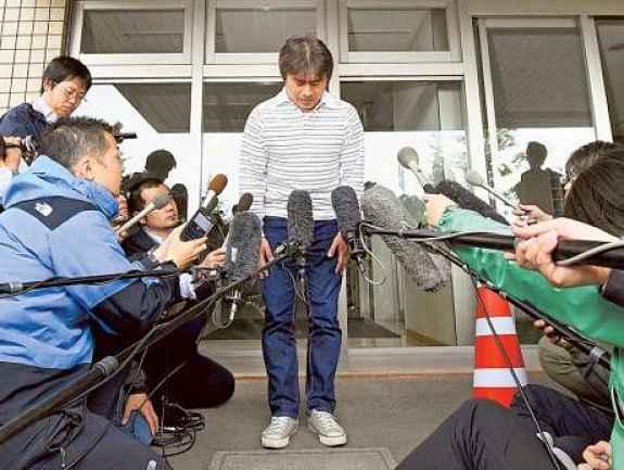 Pai se desculpa perante a mídia japonesa